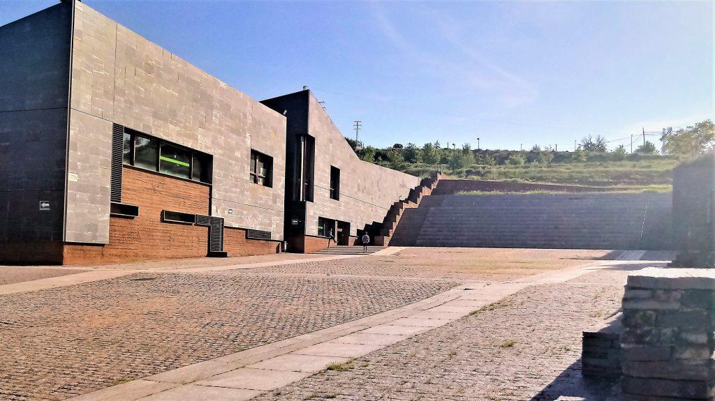 Exterior Biblioteca Universidad de Ponferrada
