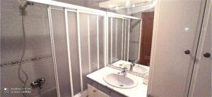 Dos baños independientes en piso compartido en Ponferrada para estudiantes